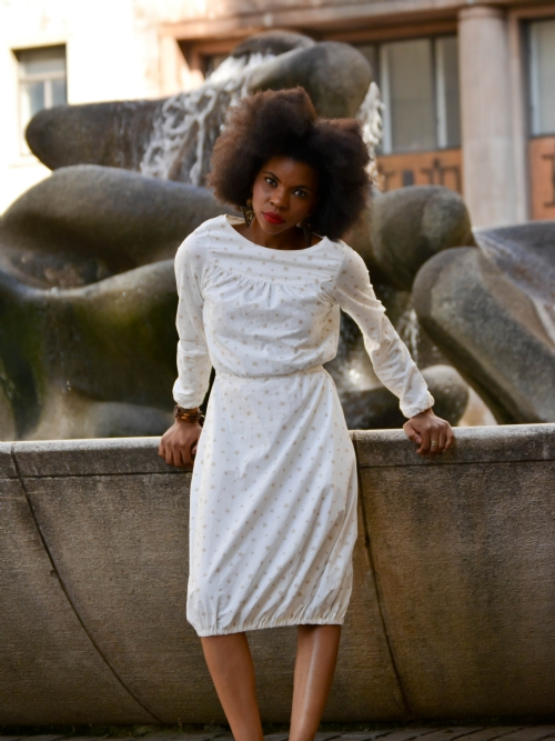 Long Sleeved Dress With Elastic Hem - White/Fawn Stars