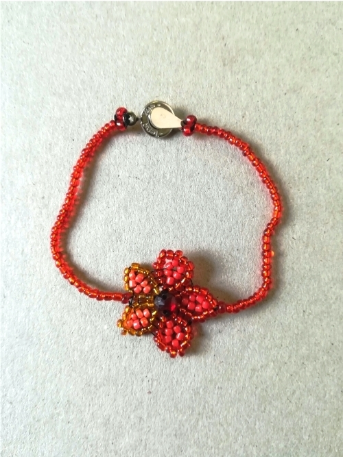 Bracelet With Centered Daisy