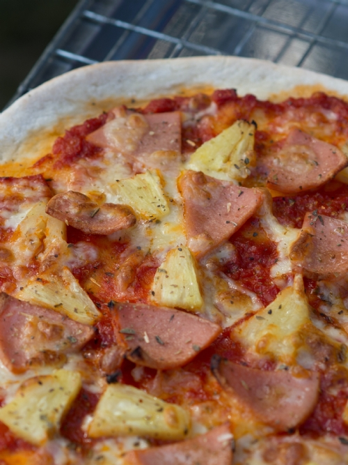 Pizza: Bacon and Pineapple, 30cm