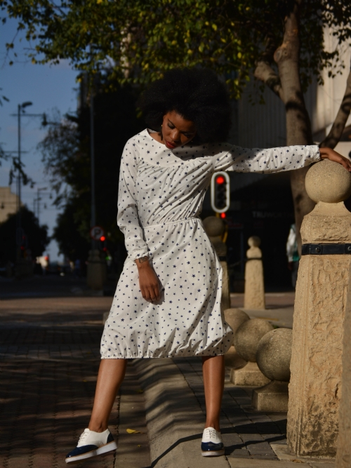 Long Sleeved Dress With Elastic Hem - White/Blue Stars