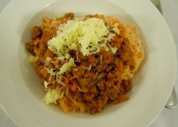 Bolognaise Pasta served with rice pasta