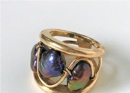 9ct Gold & Large Baroque pearl ring